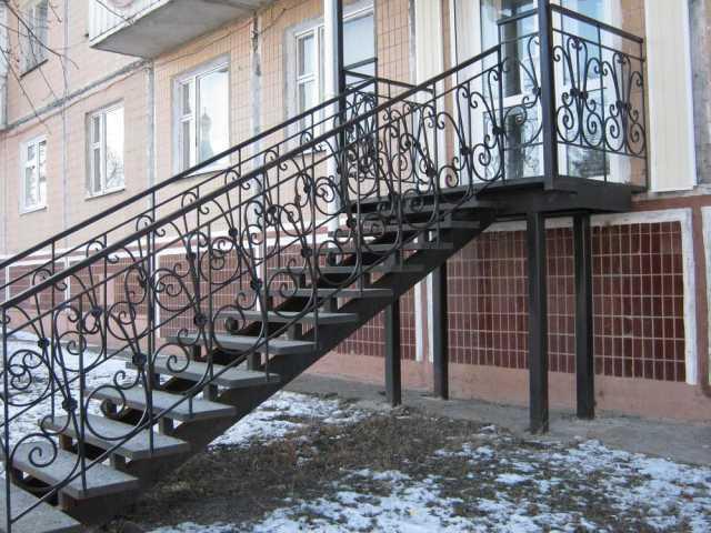 Продам: Кованые лестницы