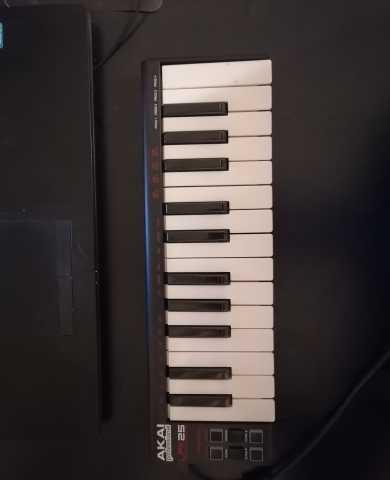 Продам: Midi-клавиатура Akai lpk25