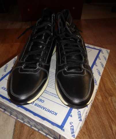 Продам: Кроссовки высокие зимние кожаные на меху