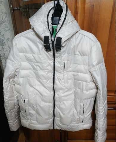 Продам: Куртка белая с капюшоном