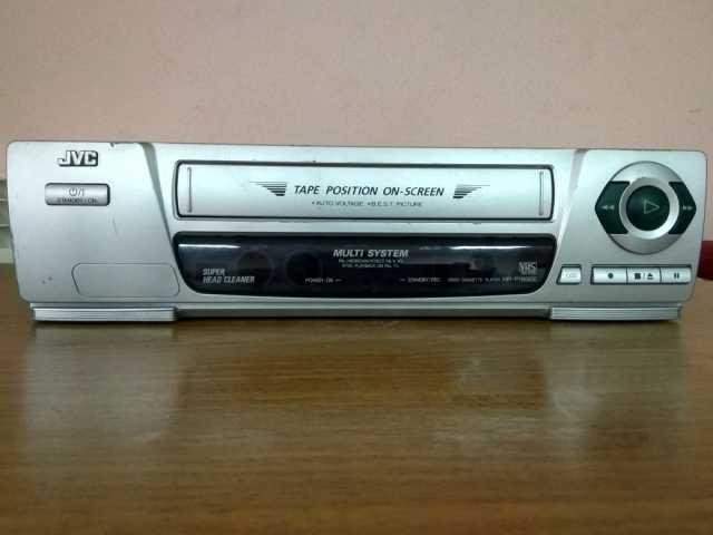 Продам: Видеомагнитофон кассетный JVC HR-P185EE