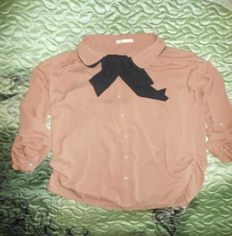 Продам: блузка коричневая с чёрным бантом