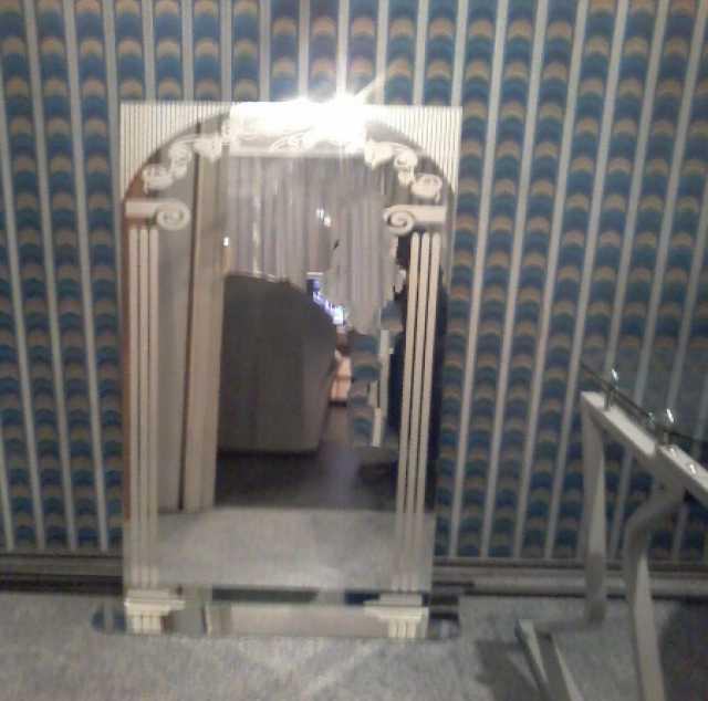 Продам: Зеркало с пескоструйным узором