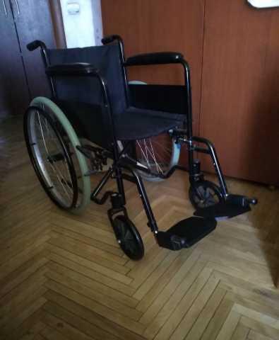 Продам: Кресло-коляска для инвалидов