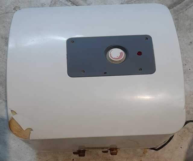 Продам: Накопительный водонагреватель Ariston
