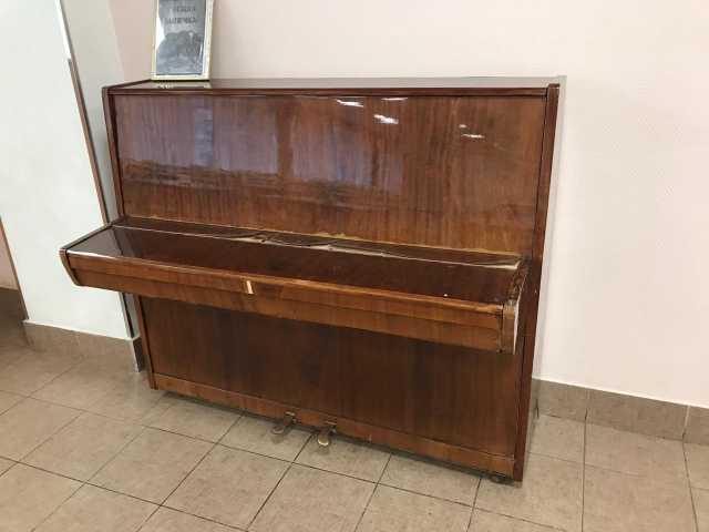 Отдам даром: пианино