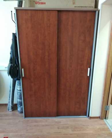 Продам: шкаф, столы, тумбы, стулья