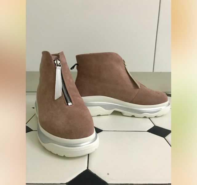 Продам: Стильные ботинки
