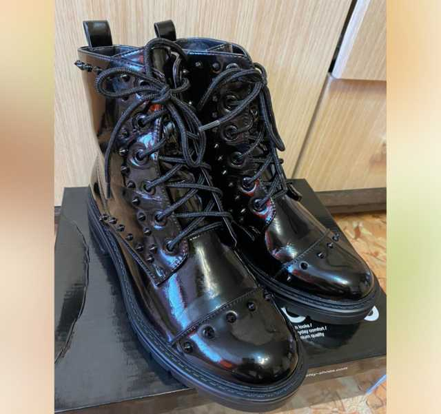 Продам: Ботинки с шипами
