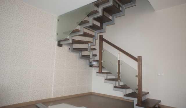 Продам: Лестницы на второй этаж под ключ