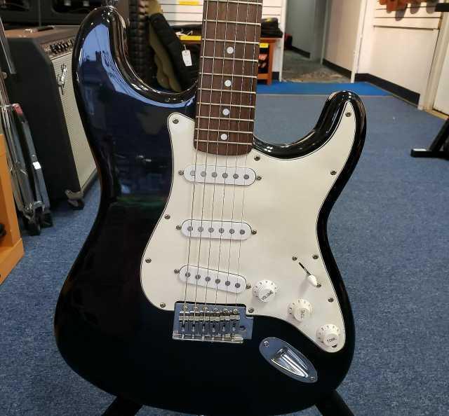 Продам: Fender Stratocaster Squier