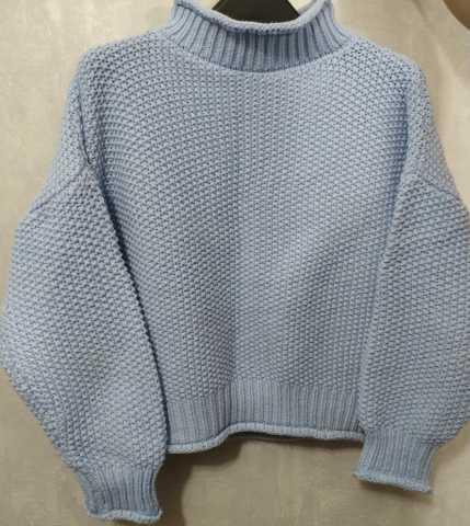 Продам: Голубой свитер средней вязки