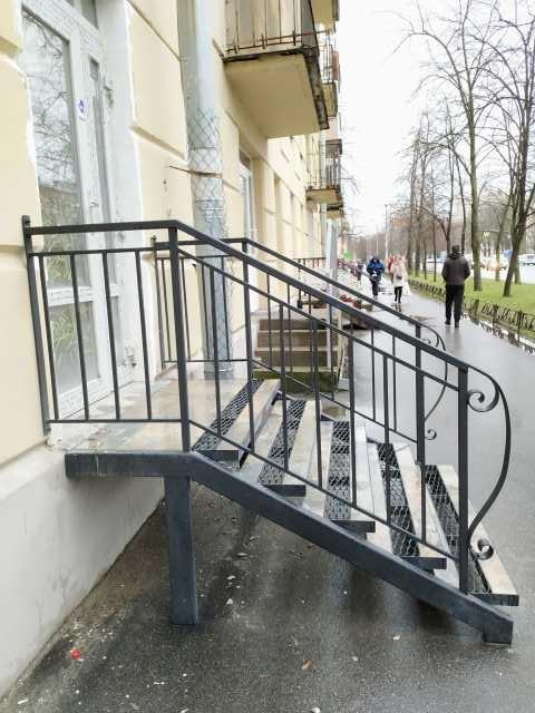 Продам: Металлическая лестница