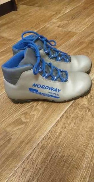 Продам: Детские лыжные ботинки