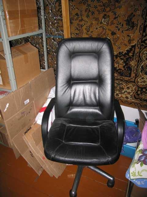 Продам: кожаное кресло директора