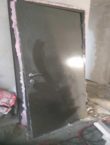 Продам: дёшево металлическую входную Дверь