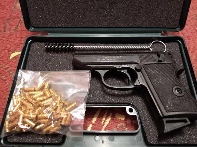 Продам: Сигнальный пистолет Chiappa Bond 007