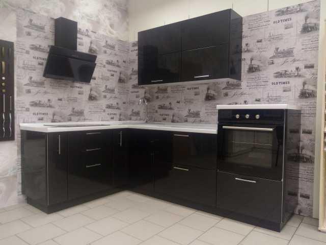 Продам: Кухня с техникой с выставки