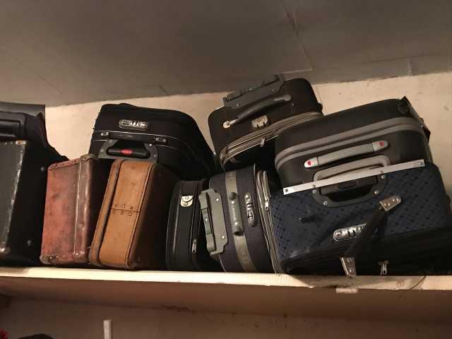 Продам: чемоданы