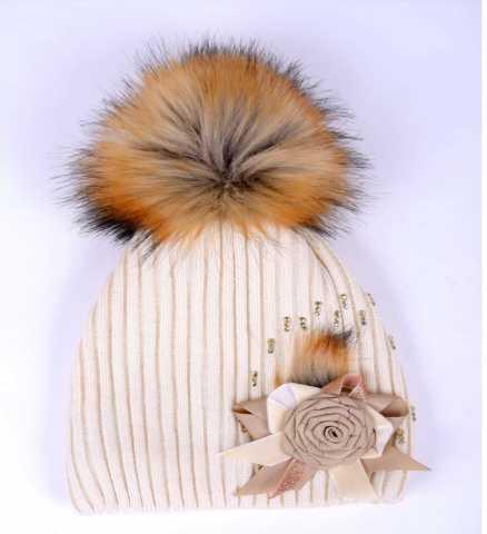 Продам: Зимняя вязаная шапка для девочки