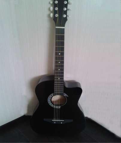 Продам: Легкая гитара с насыщенным звучанием