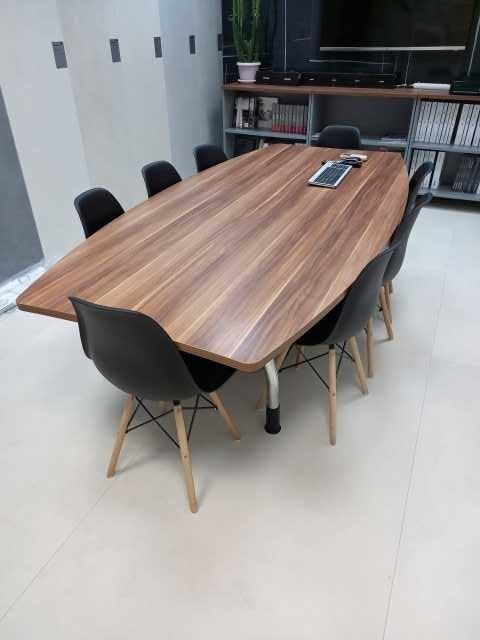 Продам: 2 стола для совещаний