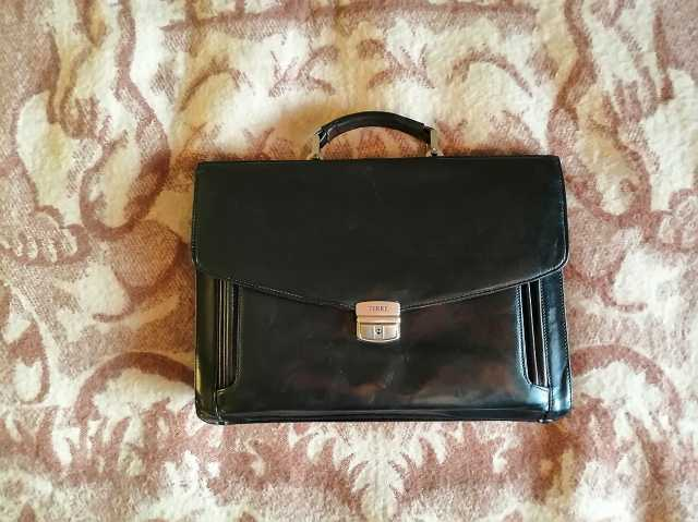 Продам: Портфель Ferre натуральная кожа