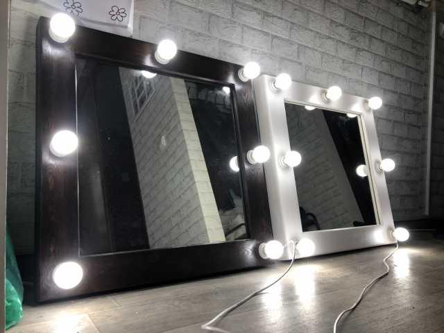 Продам: Гримерное зеркало с лампами