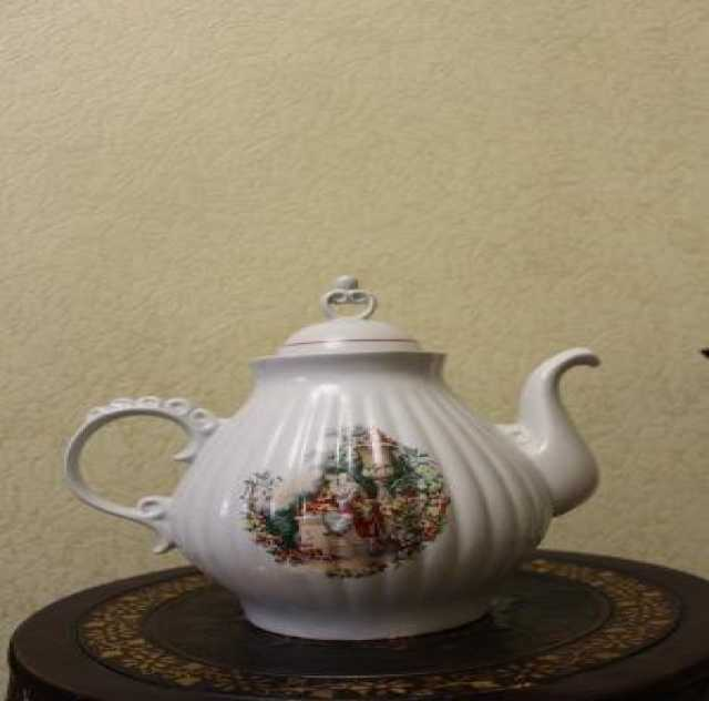 Продам: большой фарфоровый чайник