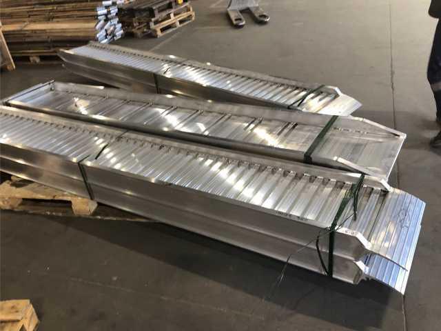 Продам: Погрузочные аппарели 5400 кг, 5000 мм, 4