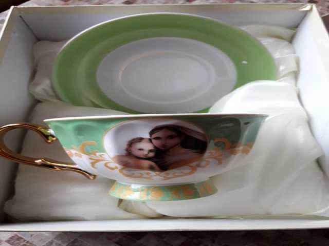 Продам: Подарочн.чайная пара Мадонна с младенцем
