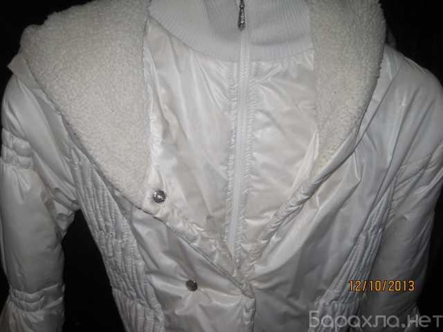 Продам: Теплая куртка с капюшоном белого цвета
