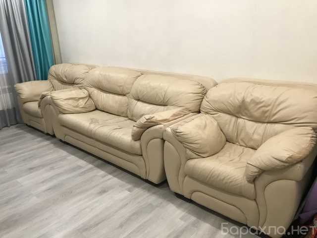 Продам: Кожаный диван + 2 кресла