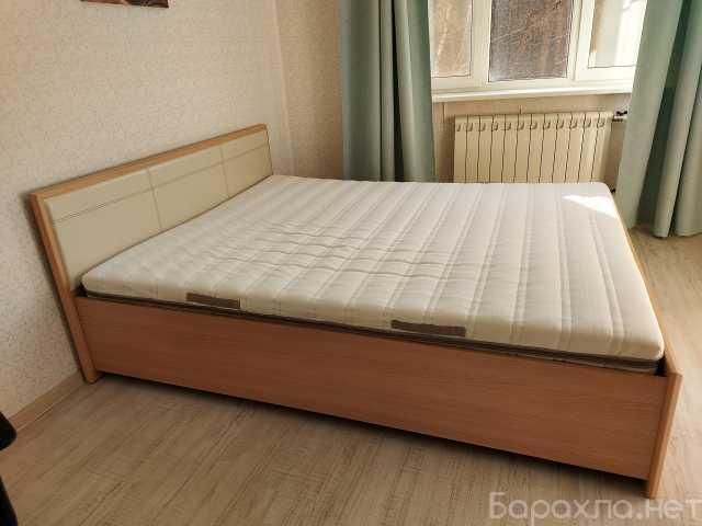 Продам: Кровать с матрасом 160 на 200