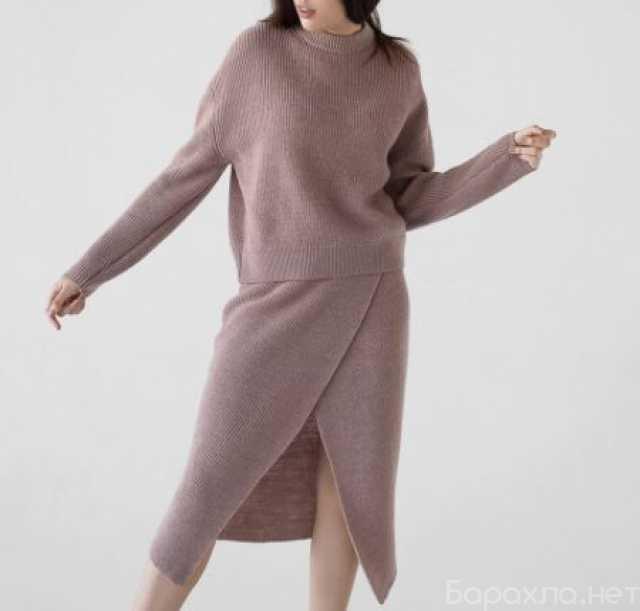 Продам: Костюм юбка и джемпер с круглым вырезом