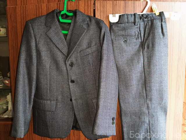 Продам: Школьный костюм на мальчика тройка 32р