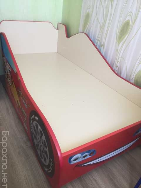 Продам: Кровать-машина детская с матрацем и выдв