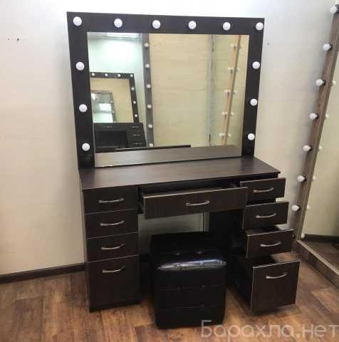 Продам: Туалетный столик с зеркалом и подсветкой